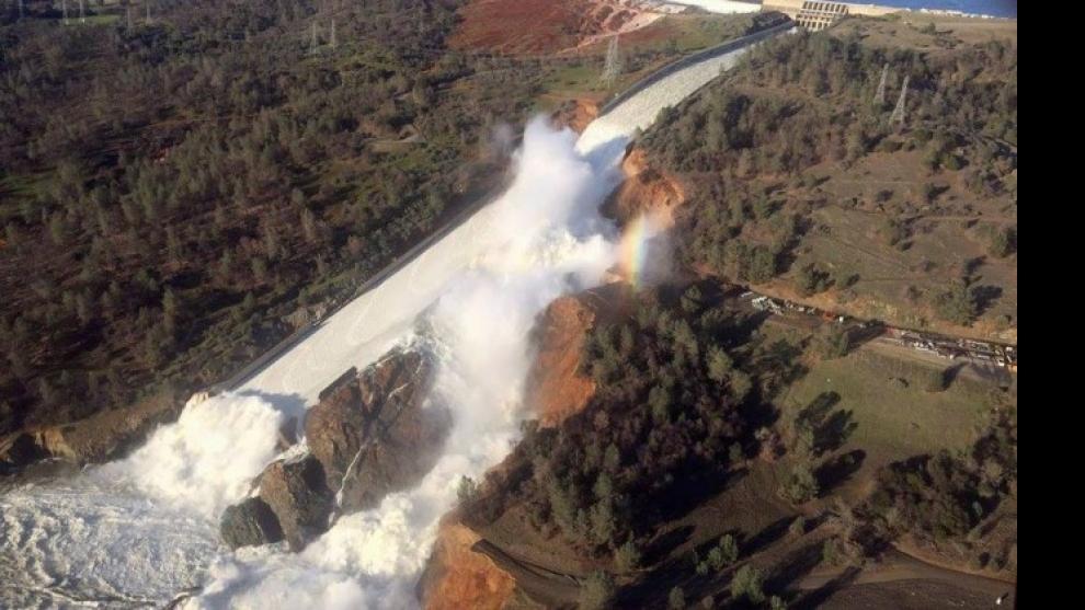 Risco de rompimento de barragem força evacuação na Califórnia