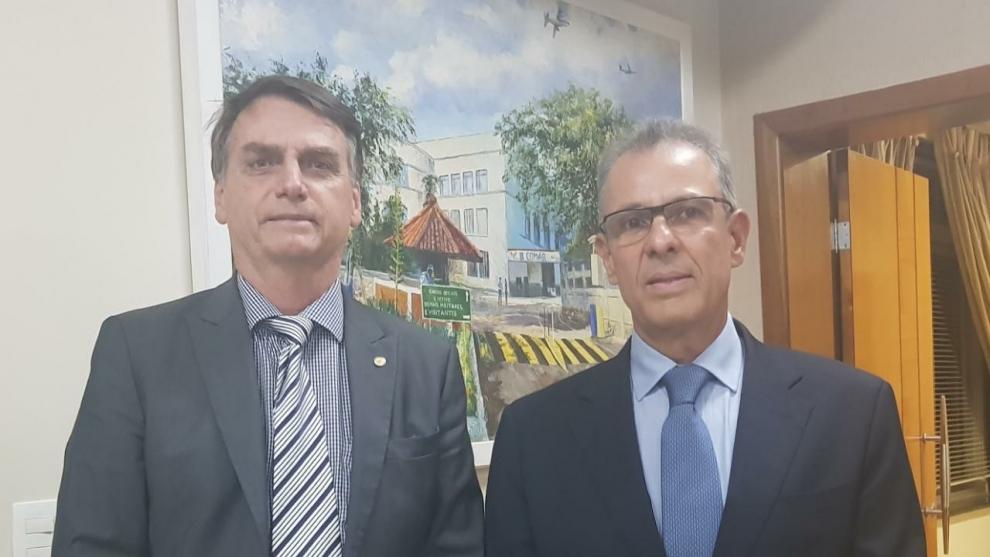 Bolsonaro anuncia o almirante de esquadra Bento Costa Lima Leite como novo ministro de Minas e Energia