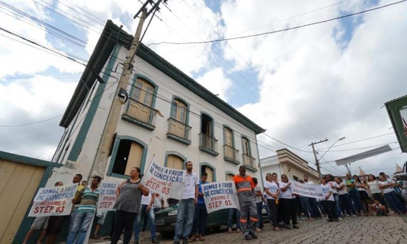 Empreendedores fazem passeata em Conceição do Mato Dentro por aprovação de licenciamento da Anglo American