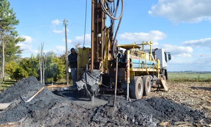 Poços tubulares e sistemas de bombeamento em mineração