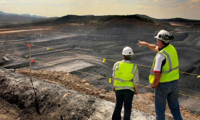 O acompanhamento técnico de obras (ATO) de estruturas geotécnicas.